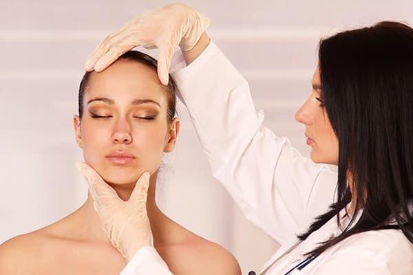 Акне следует диагностировать у дерматолога